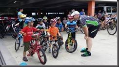 Dr. Dominik Schammne mit den Kids